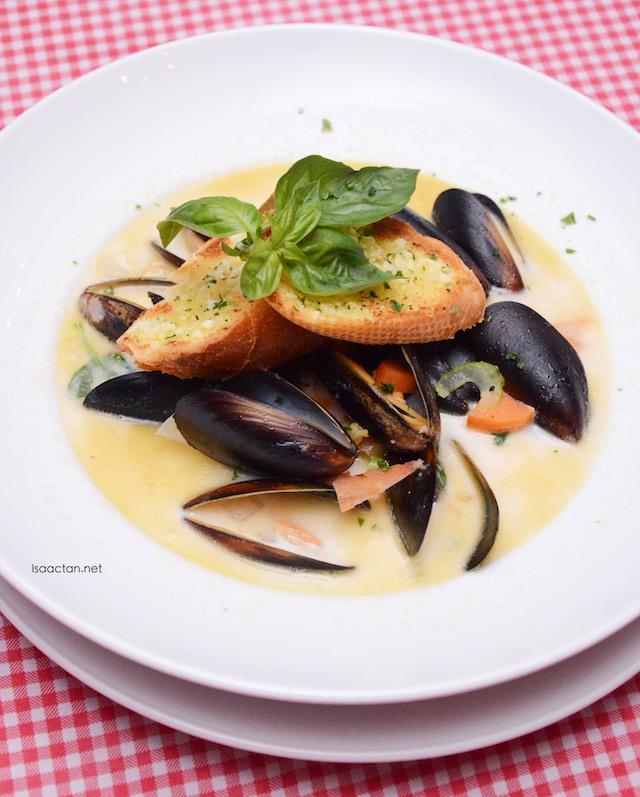 Black Mussels Soup - RM28