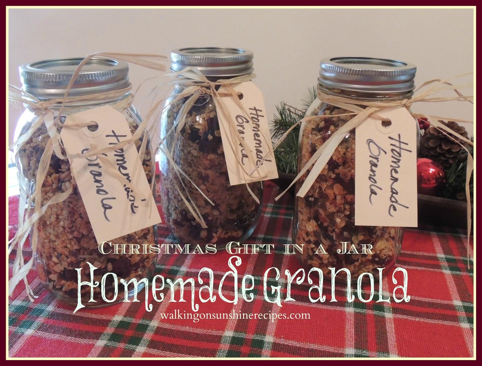 Christmas Gift in a Jar Homemade Granola / Walking on Sunshine Recipes