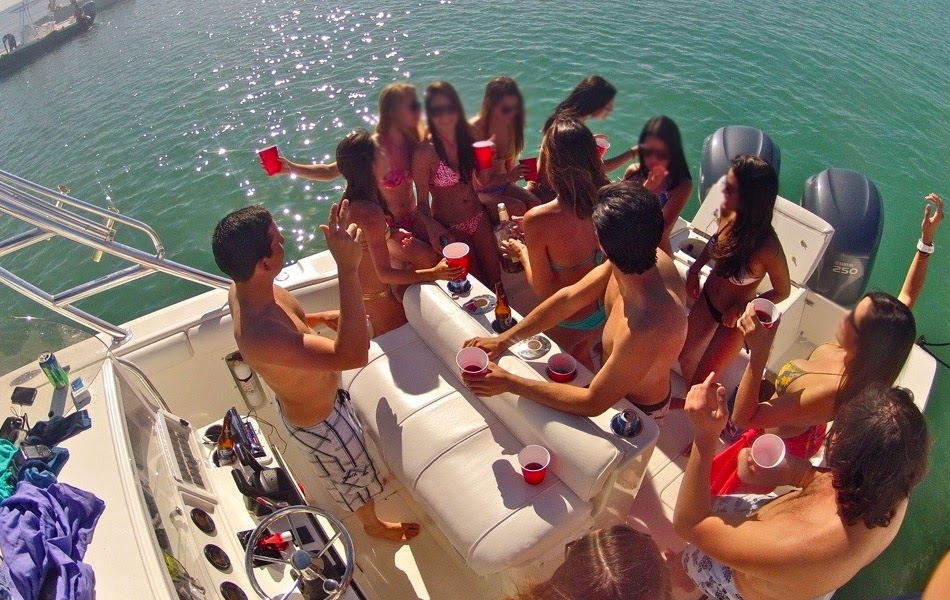Top Five Reasons Why People Prefer Party Boats To Hold