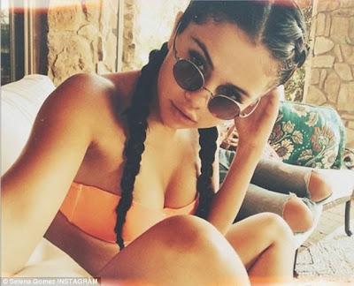 Selena Gomez selfie hot bikini