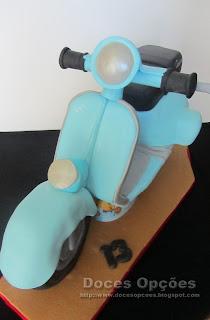 scooter vespa em bolo esculpido