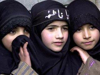 http://lintasoke.blogspot.com/2012/12/vagina-gadis-13-tahun-rusak-karena.html