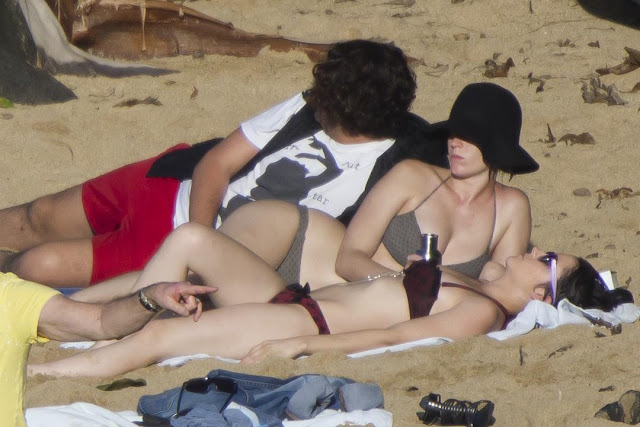 Katy Perry hits Hawaii in the holidays
