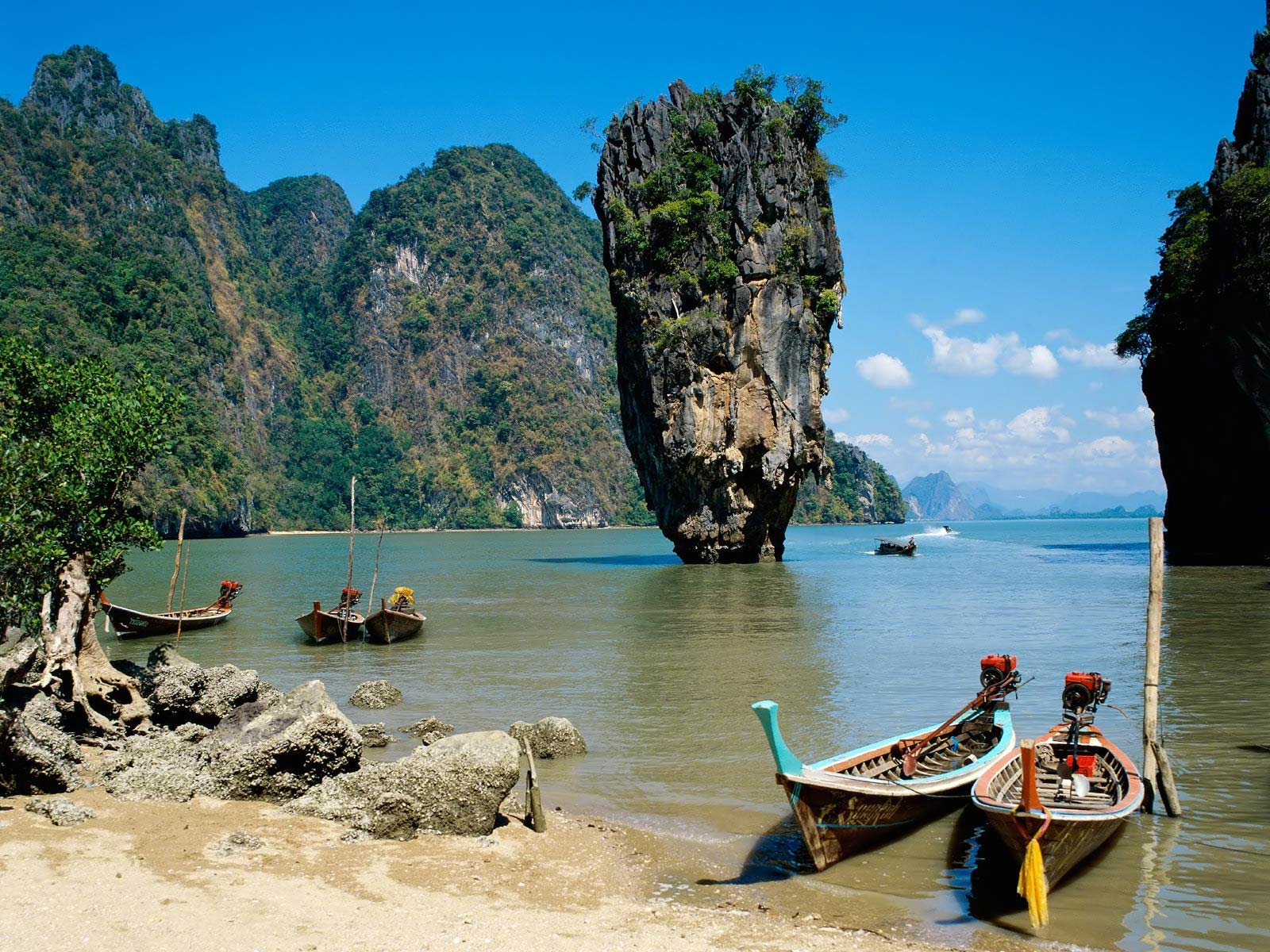 Boats are waiting in Krabi Beach || Top Wallpapers Download .blogspot.com
