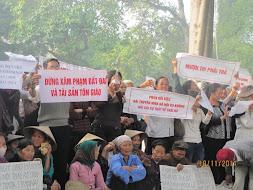 Quốc Nội : giáo xứ Thái Hà biểu tình