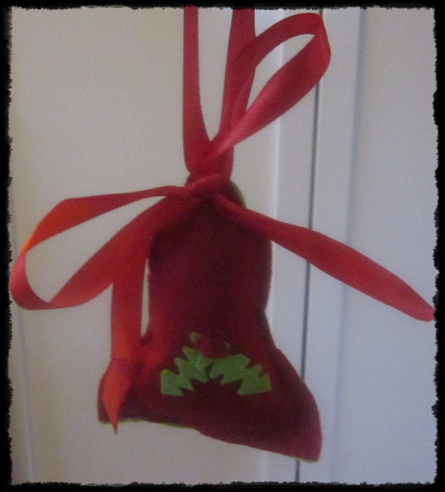 is to make your own felt Christmas tree decorations. You need felt ...