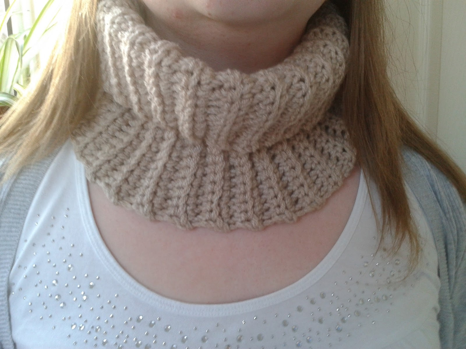 Crochet Patterns Neck Warmers : Its lovely and comfy to wear and it certainly keeps you warm!