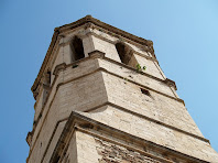 El campanar de planta octogonal de l'església de Santa Maria