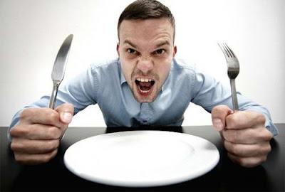 Tại sao người ta dễ cáu gắt khi đói ?