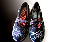 sepatu lukis cewek,sepatu lukis cewe,sepatu lukis ornamen,sepatu lukis batik