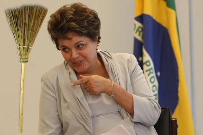 http://3.bp.blogspot.com/-er_CPZzXuWE/UL-e0VOKeBI/AAAAAAAAYa0/zjDck7ia6UE/s1600/dilma_a_faxineira_porca_do_brasil_thumb.jpg