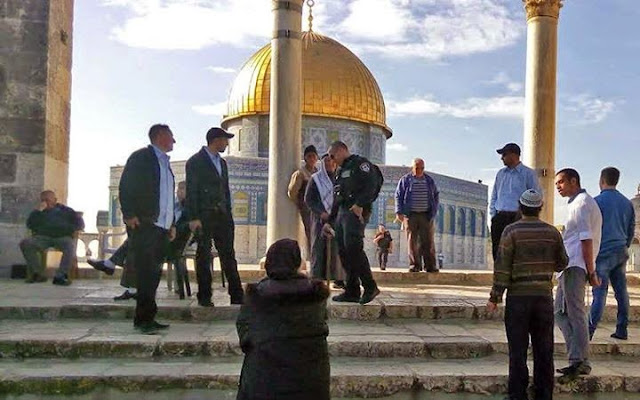 Temple Mount Worshipers