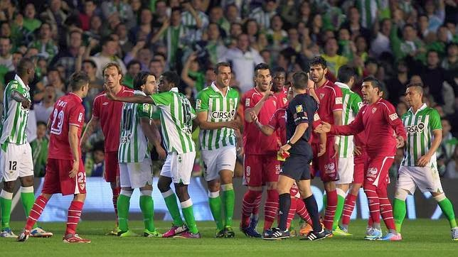 Sevilla Betis derby tensión árbitro tangana