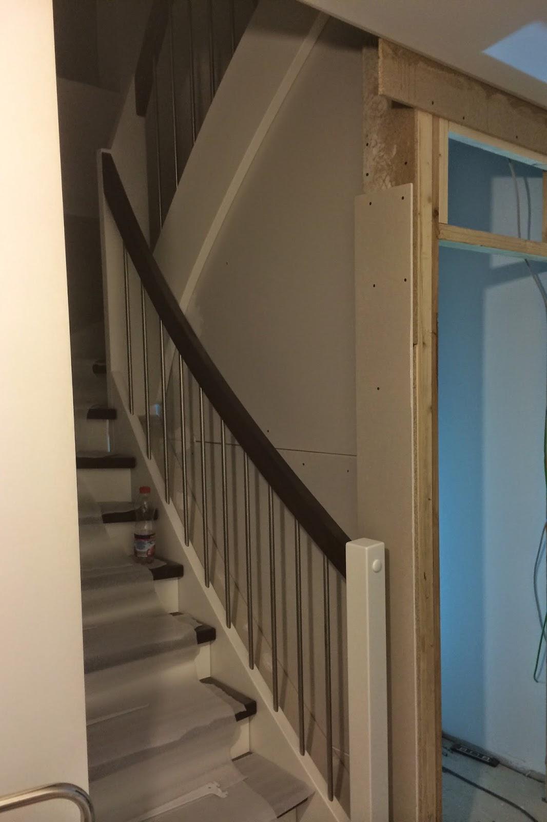 unser eigenes kleines reich abstellraum geschlossene treppe. Black Bedroom Furniture Sets. Home Design Ideas