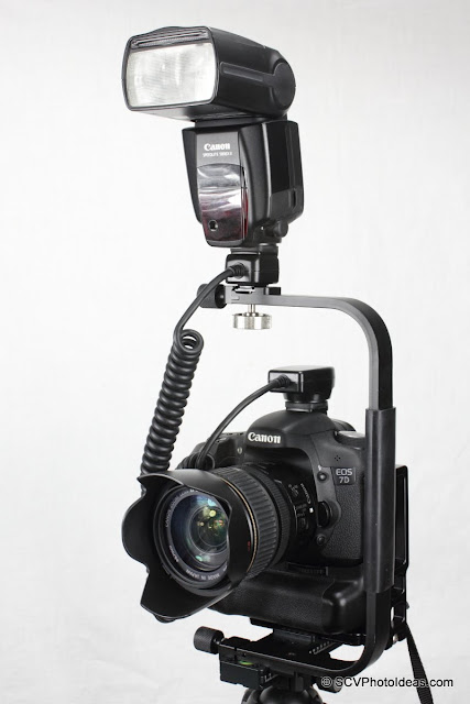 Desmond DAFB-01 Flash Bracket on rail w/ camera and speedlite