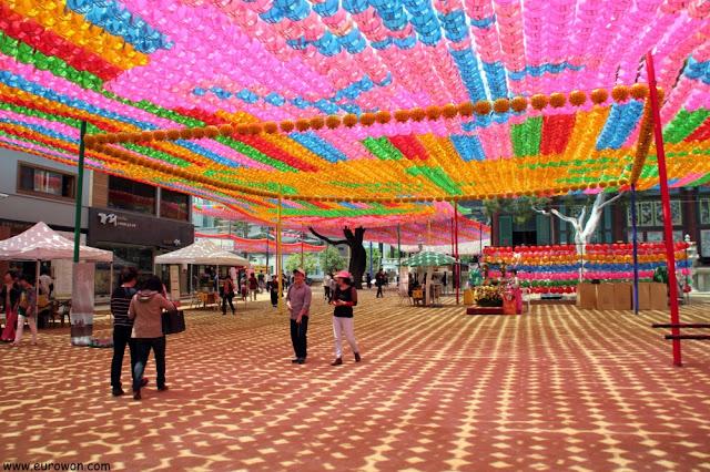 Faroles multicolores en Jogyesa