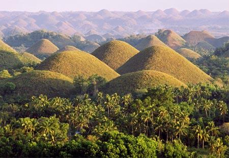 http://3.bp.blogspot.com/-es4SOlJAm_I/T1tti6aeyDI/AAAAAAAAzMU/zJDk3mJU5pk/s640/Chocolate+Hills+-+Bohol,+Philippines+Part+II+%289%29.jpg