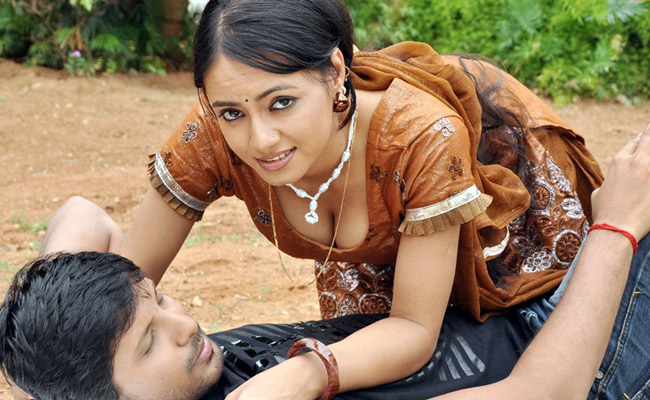 Siruvani South Indian new hot masala movie actress wet stills gallery