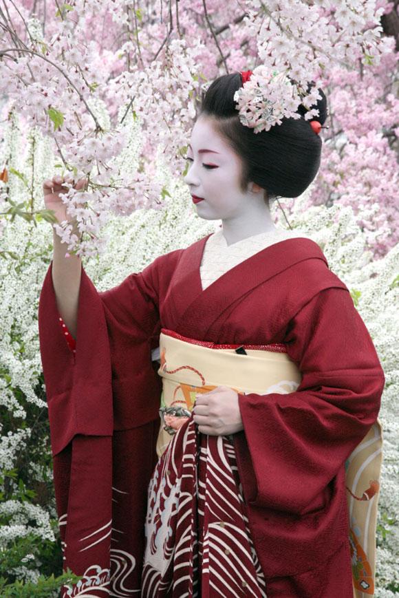 kartinki-krasivih-devushek-yaponii-v-kimono