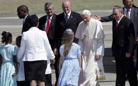 Papa Bento XVI chega a Cuba e é recebido por Raúl Castro