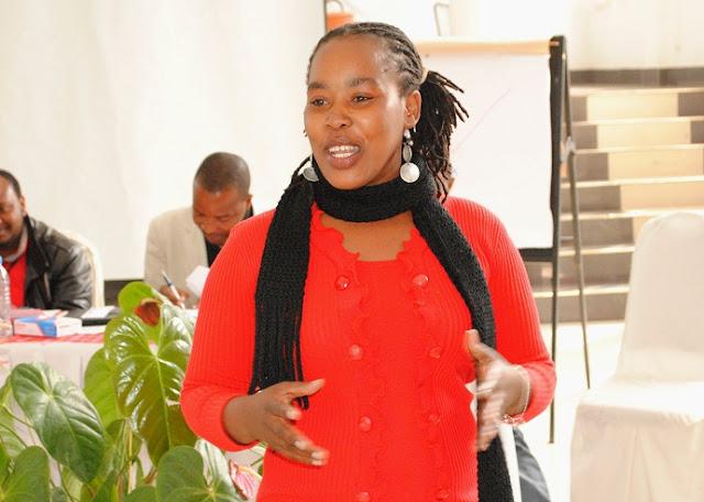 Mgombea nafasi ya Mwekahazina,Pamela Mollel(Majira)akiomba kura kwa