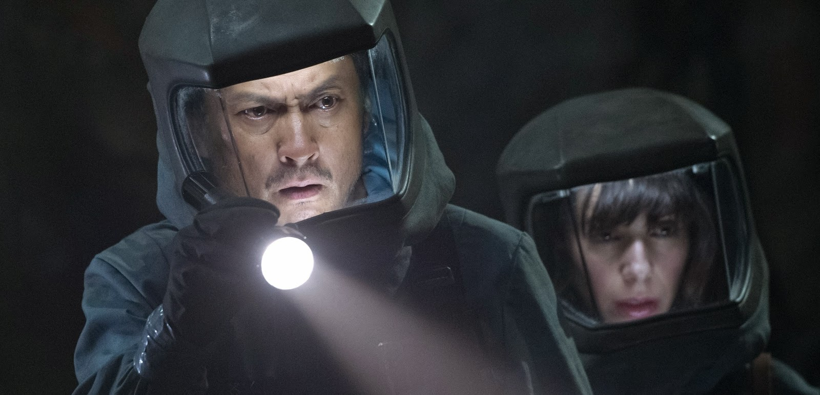 Bryan Cranston, Ken Watanabe, ELizabeth Olsen e Aaron Johnson em imagens inéditas de Godzilla