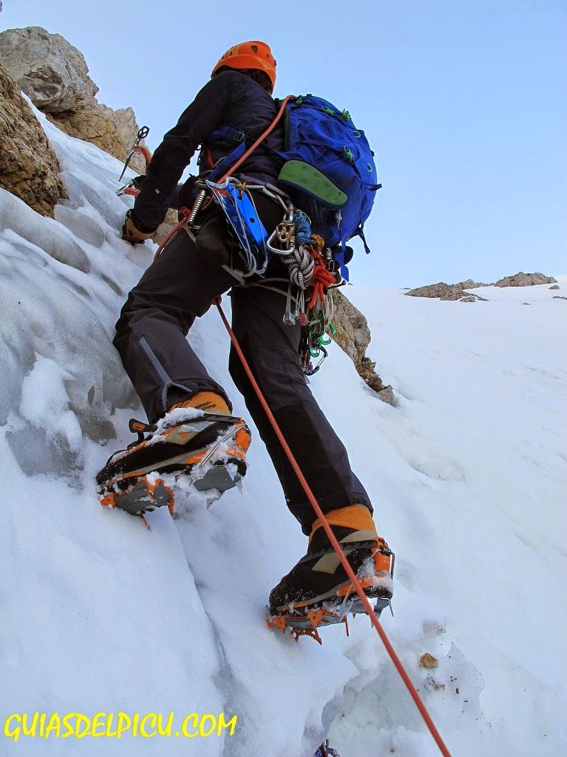 Fernando Calvo Guia de alta montaña UIAGM , escalada al Friero con guia