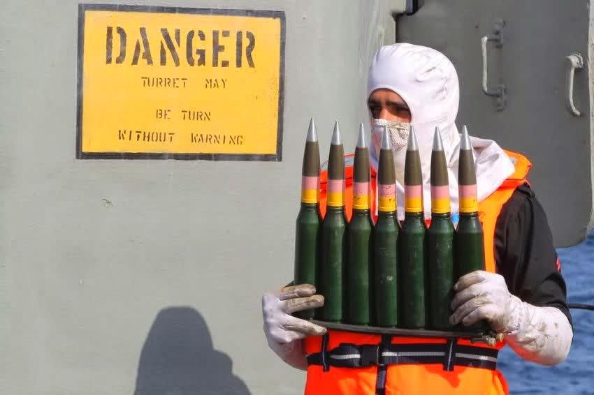 陸自車両が転落、 積荷の弾薬42万発が周辺に散乱  [594632409]->画像>12枚