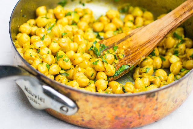 turmeric spiced chickpeas with garlic and fresh parsley