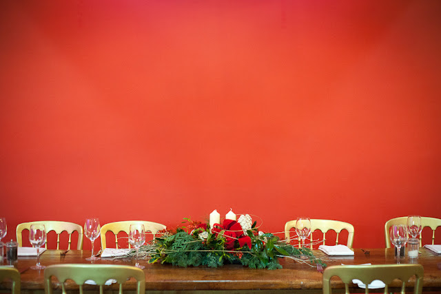 Long low christmas table centrepieces in hot pink Christmas table dressing