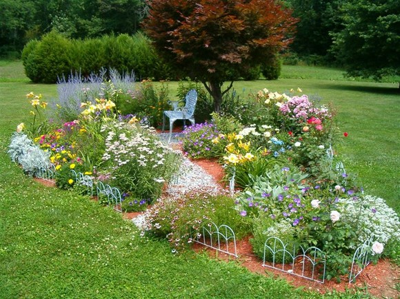 Two men and a little farm inspiration thursday for Backyard flower bed ideas