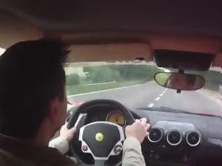 Απίστευτος! Δείτε πως απέφυγε την σύγκρουση ο οδηγός αυτής της F430 Ferrari.