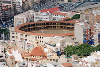 Plaza de toros en la ciudad de Alicante, España.