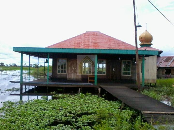 Langgar Darul Ihsan di desa karang Paci
