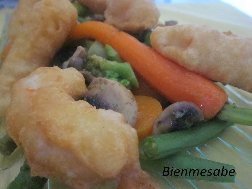Gambas en témpura con verduras salteadas 02
