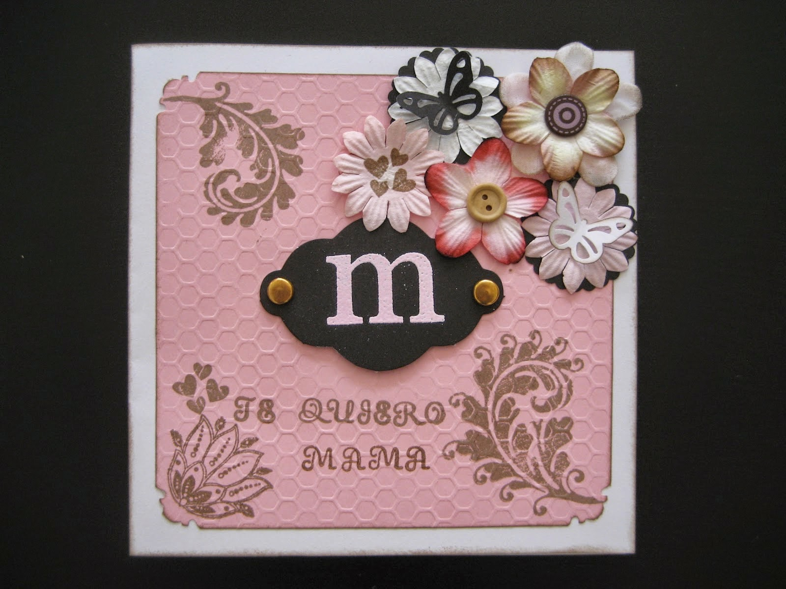 http://www.manualidadesytendencias.com/2012/05/scrapbooking-tarjeta-para-el-dia-de-la.html