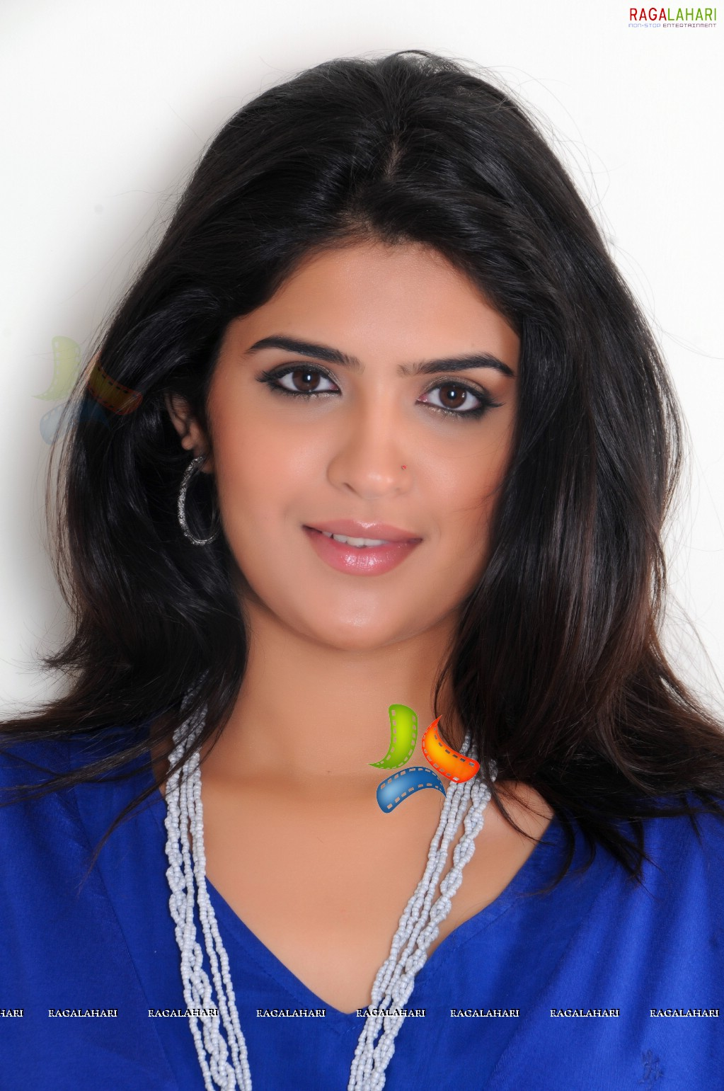 deeksha seth: beautiful deeksha seth saree