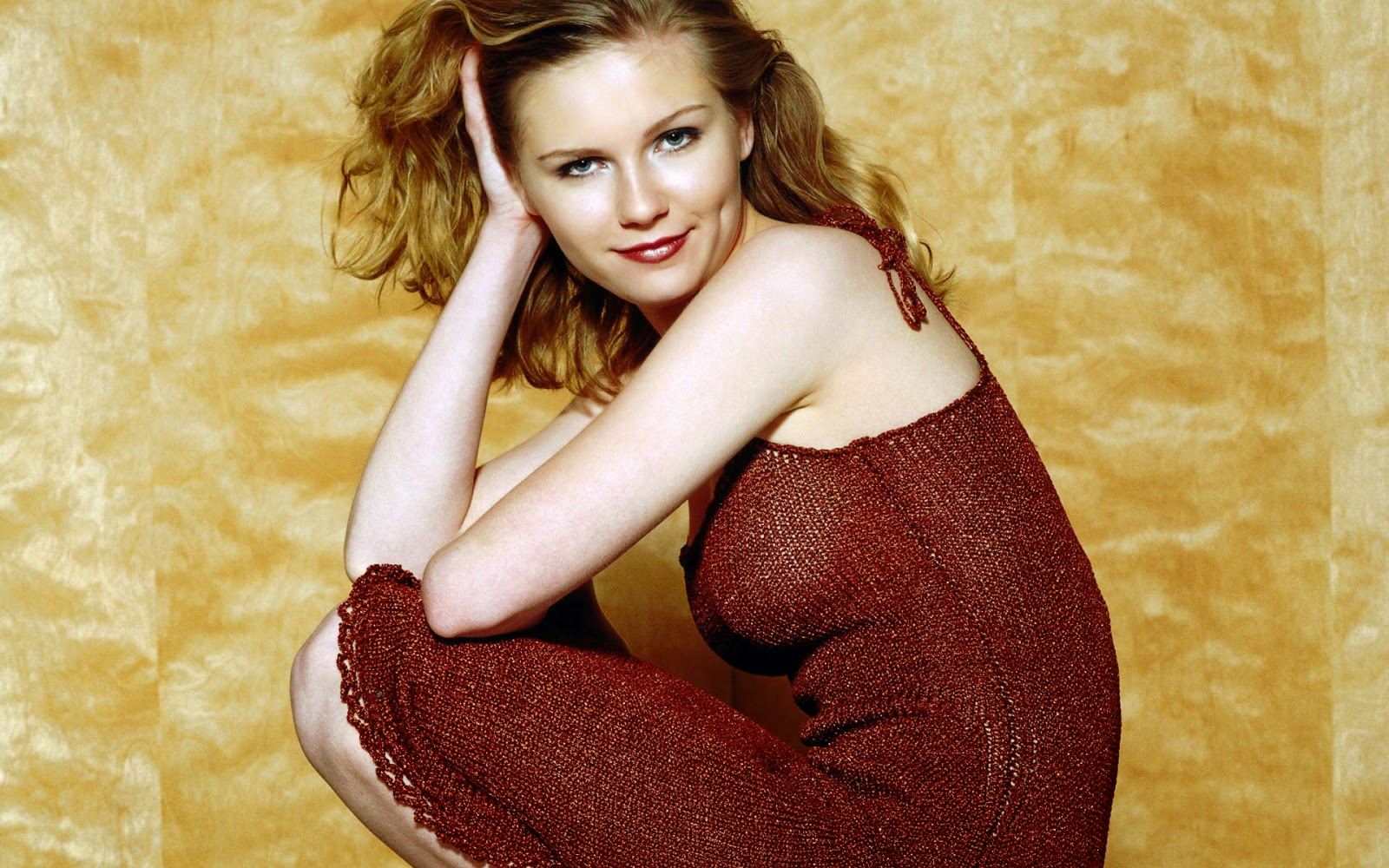 Kirsten Dunst Smile Wallpaper