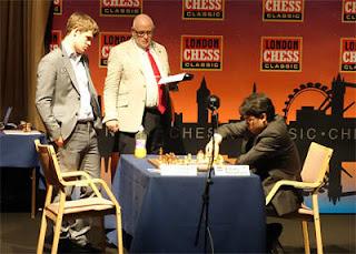 Échecs à Londres: Hikaru Nakamura (2760) 1/2 Magnus Carlsen (2848) ronde 7 © Ray Morris-Hill
