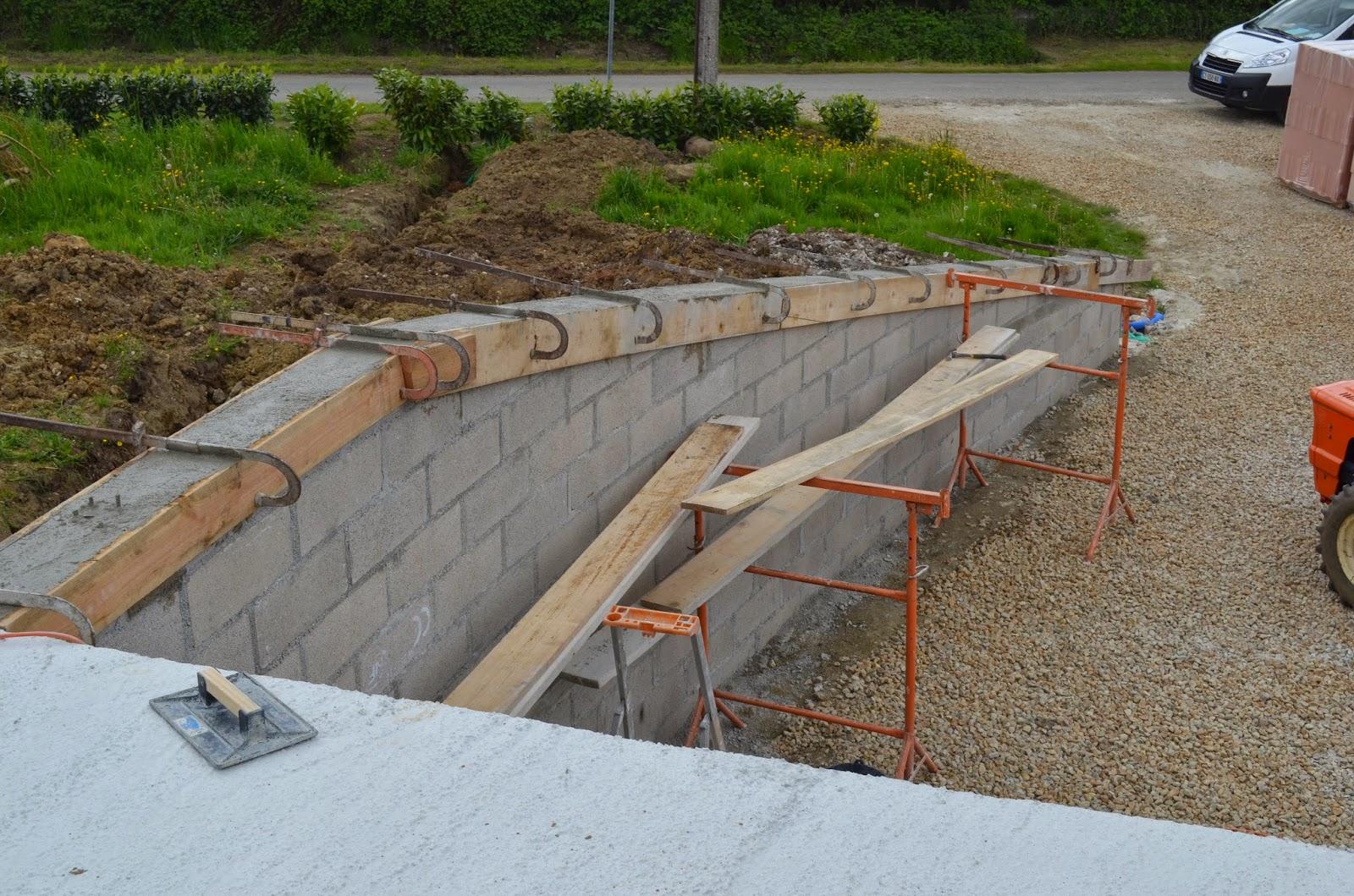 projet construction de maison finition du mur de sout nement et de l 39 escalier semaine 19. Black Bedroom Furniture Sets. Home Design Ideas
