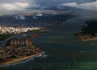 Vista aérea de Aracaju com destaque para a foz do rio Sergipe