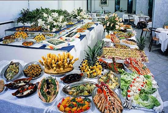 Ville per matrimonio: Buffet o pranzo in villa?