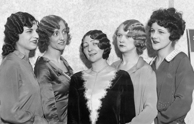 "the new women of 1920s essay The new woman of the 1920s: debating bobbed-hair the ""new woman"" of the 1910s and 1920s rejected the pieties (and often the politics) of the older generation, smoked and drank in public, celebrated the sexual revolution, and embraced consumer culture."