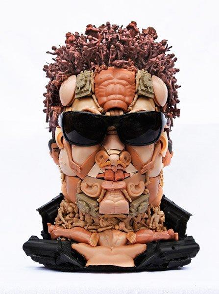 Freya Jobbins esculturas de bonecos reciclados plástico brinquedos Exterminador
