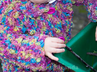 "alt=""crochet coat, nordic wool, Ice Yarns, colorful, casaquinho em crochet, colorido"""