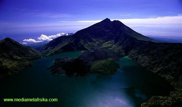 Legenda Ratu Dewi Anjani / Napak Tilas Sejarah Gunung Rinjani