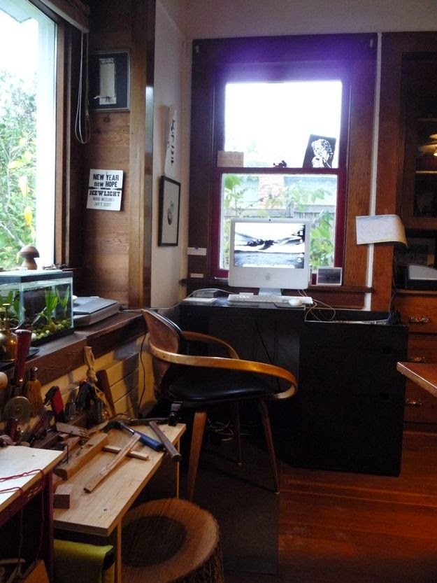 Workspaces Of The Greatest Artists Of The World (38 Pictures) - Nikki McClure, illustrator