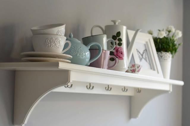 biała kuchnia okrągły stół