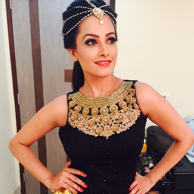 Anita Hassanandani Biography: Anita Hassanandani is an indian Film and drama actress.She Was born on April 14 1980.She is best known for acting Telugu Hindhi Tamil Movies.Anita Hassanandani Married to Bussiness man Rohit reddy in Goa on octomber 14 2013. Shugun in ye hai mohabbatein  Anita Hassanandani Played Lead role in serial ye hai mohabbatein