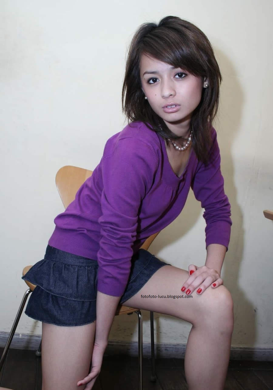 itemputih-side-11-2011-pose-foto-model-indonesia.jpg. iTemPuTih side
